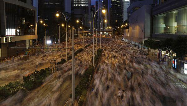 Đám đông người dân Hồng Kông biểu tình đòi xóa dự luật dẫn độ - Sputnik Việt Nam