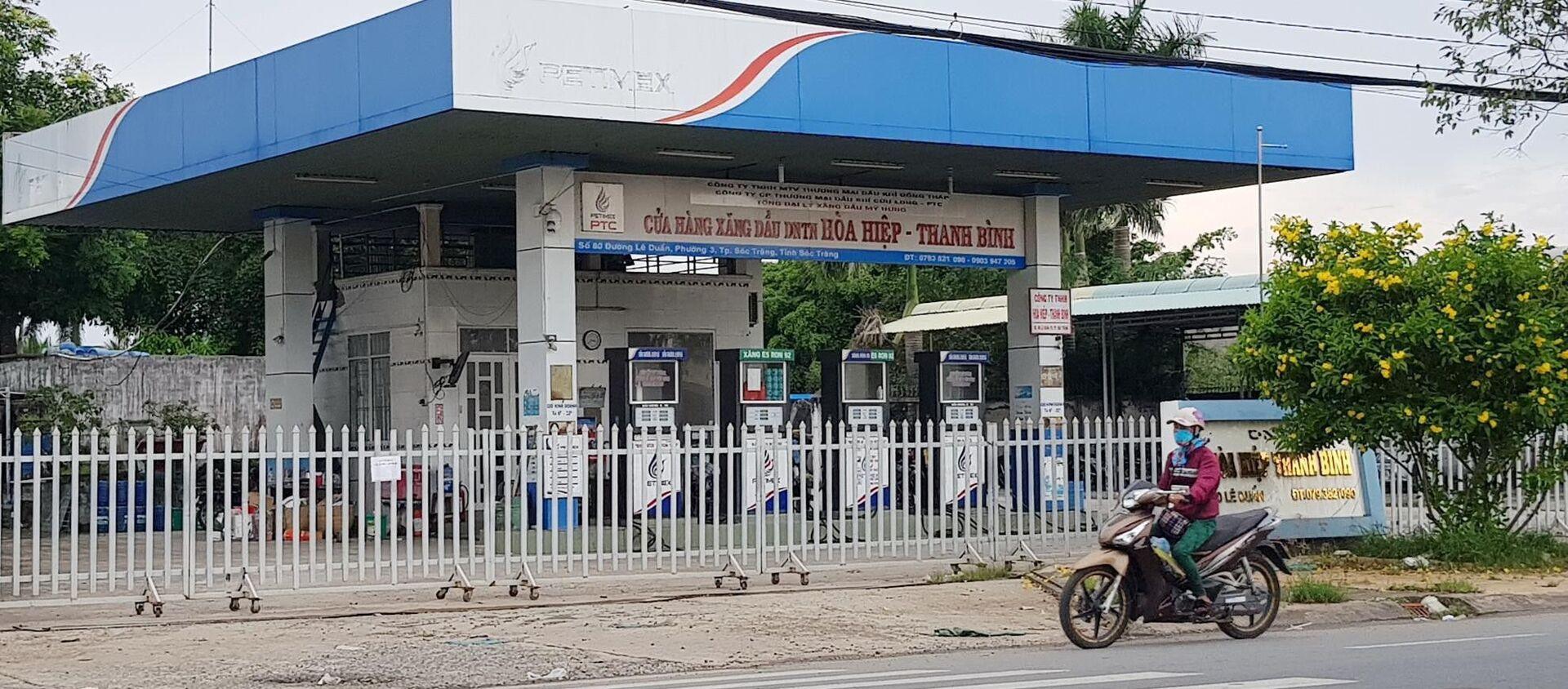 Cửa hàng xăng dầu do Trịnh Sướng thuê trên đường Lê Duẩn (TP Sóc Trăng) đã đóng cửa - Sputnik Việt Nam, 1920, 08.10.2019
