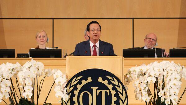 Bộ trưởng Lao động-Thương binh và Xã hội, Đào Ngọc Dung, phát biểu tại phiên họp toàn thể.  - Sputnik Việt Nam