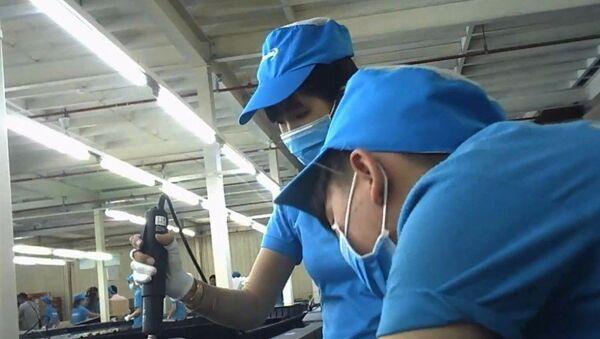 Lắp ráp tivi tại Nhà máy Asanzo trong Khu công nghiệp Vĩnh Lộc, Q.Bình Tân, TP.HCM - Sputnik Việt Nam