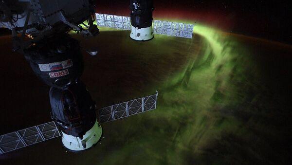 Phi hành gia NASA Christina Koch giới thiệu bức ảnh chụp ánh cực Nam từ vũ trụ - Sputnik Việt Nam