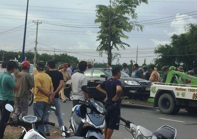 Nhóm thanh niên xăm trổ bao vây ô tô chở công an ở Đồng Nai