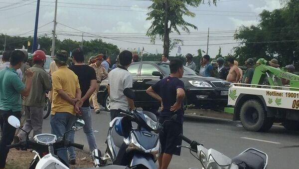 Nhóm thanh niên xăm trổ bao vây ô tô chở công an ở Đồng Nai - Sputnik Việt Nam