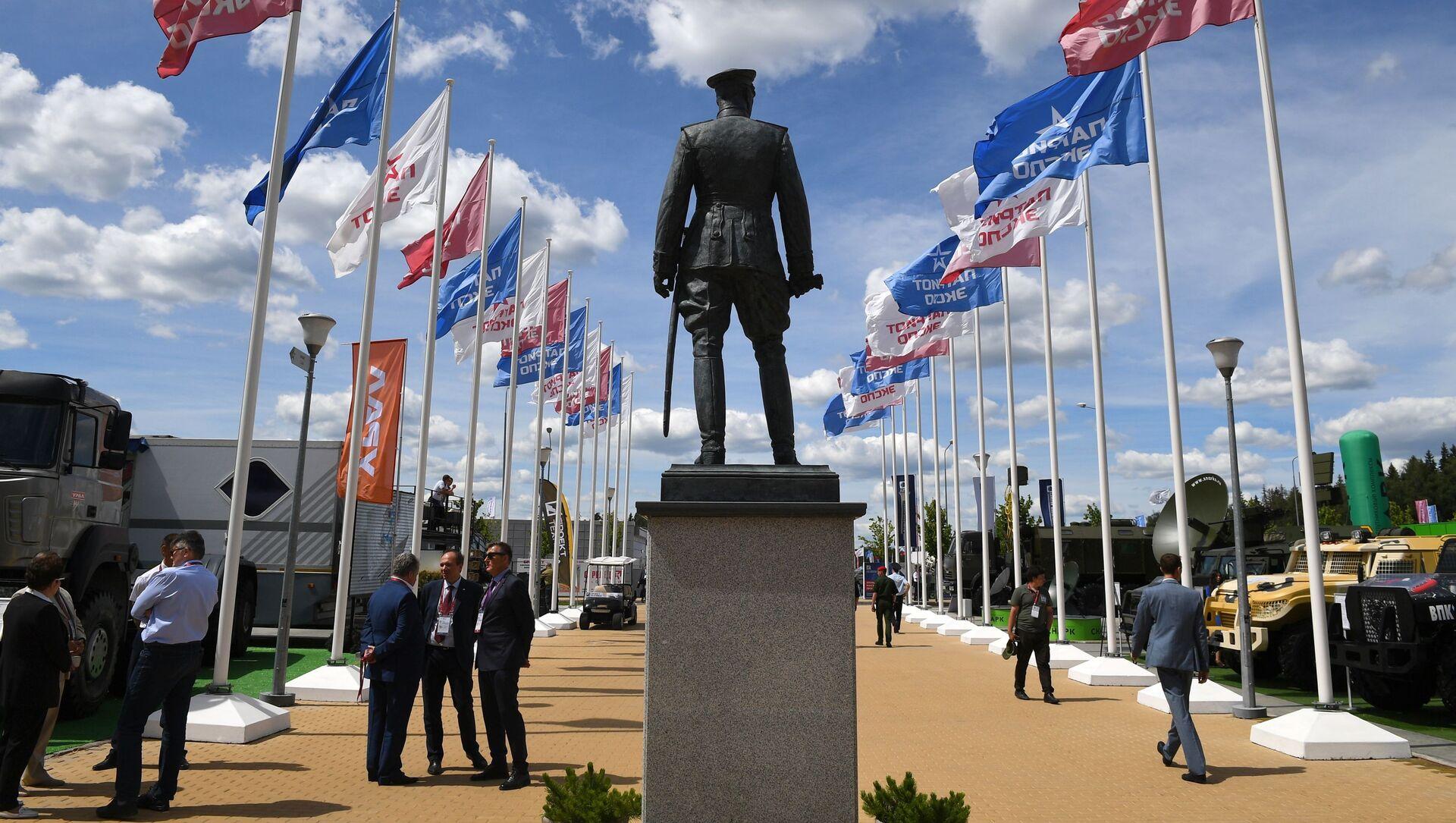 Tượng đài Nguyên soái Liên Xô G. K. Zhukov tại Diễn đàn Kỹ thuật-Quân sự Quốc tế Army-2019 - Sputnik Việt Nam, 1920, 14.08.2021