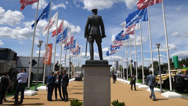 Tượng đài Nguyên soái Liên Xô G. K. Zhukov tại Diễn đàn Kỹ thuật-Quân sự Quốc tế Army-2019 - Sputnik Việt Nam