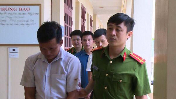 Bắt giữ các đối tượng huỷ hoại tài sản, gây rối trật tự công cộng.  - Sputnik Việt Nam