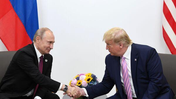 Vladimir Putin và Donald Trump tại cuộc họp bên lề hội nghị thượng đỉnh G20 ở Osaka - Sputnik Việt Nam