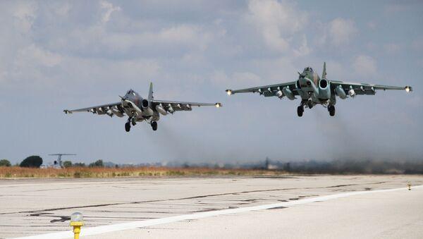 Chiến đấu cơ Nga tại căn cứ không quân Hmeymim ở Syria - Sputnik Việt Nam