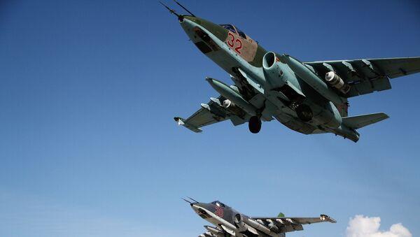 Tiêm kích cơ Su-25 của Nga cất cánh từ căn cứ không quân Hmeymim, Syria - Sputnik Việt Nam