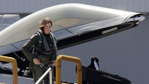 Đại úy Jammie Jamieson, nữ phi công đầu tiên lái F-22 của Không quân Mỹ - Sputnik Việt Nam