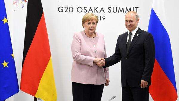 Ông Putin và bà Merkel - Sputnik Việt Nam