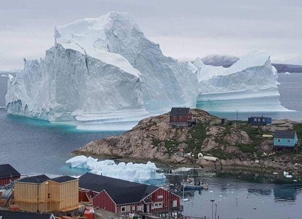 Tảng băng trôi gần làng Innarsuit ở Greenland - Sputnik Việt Nam