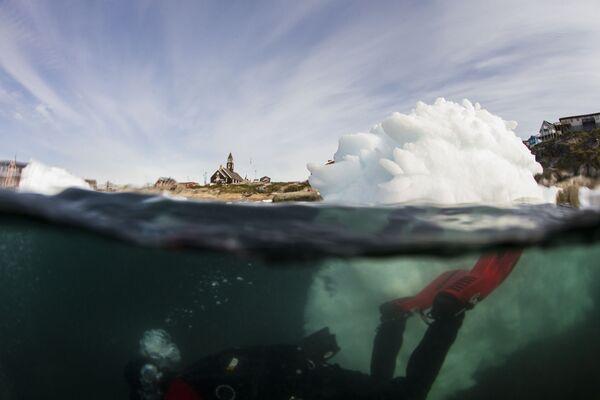 Lặn xuống dưới mặt băng để nghiên cứu mũ băng Greenland - Sputnik Việt Nam
