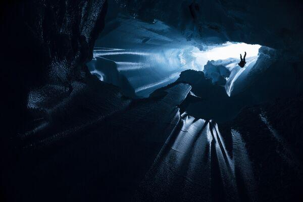 Lặn xuống dưới băng để nghiên cứu mũ băng Greenland - Sputnik Việt Nam