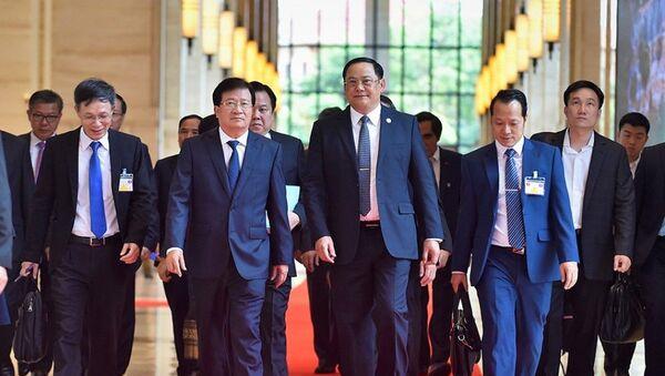 Phó Thủ tướng Trịnh Đình Dũng và Phó Thủ tướng Chính phủ Lào Sonexay Siphandone - Sputnik Việt Nam