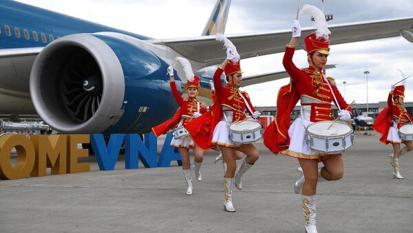 """Nghi lễ trọng thể đón chào máy bay của Hãng Vietnam Airlines tại sân bay quốc tế """"Sheremetyevo""""  - Sputnik Việt Nam"""
