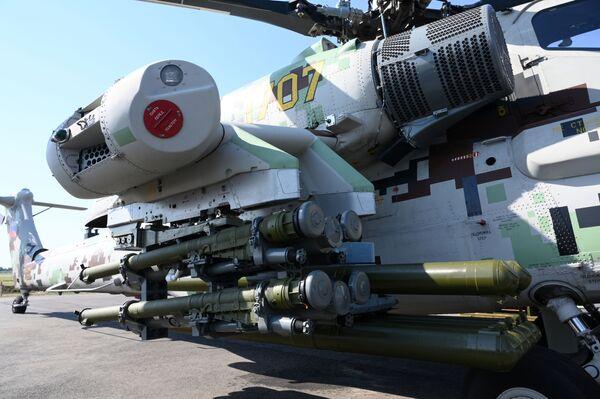 """Máy bay trực thăng tấn công Mi-28NE """"Thợ săn đêm"""" với bộ điều khiển kép - Sputnik Việt Nam"""