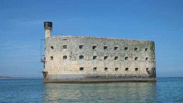 Pháo đài Boyard tọa lạc trên bờ biển nước Pháp đã trở thành huyền thoại nhờ các chương trình truyền hình trò chơi nổi tiếng. Do đó, bất chấp vẻ ảm đạm, pháo đài chủ yếu liên quan đến những cuộc phiêu lưu mạo hiểm, chiến thắng và tất nhiên, liên quan với những con hổ. - Sputnik Việt Nam