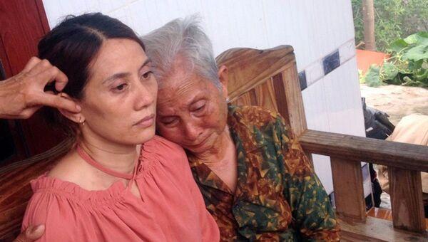 Cụ Hến ngồi khóc bên con gái thất lạc 22 năm - Sputnik Việt Nam