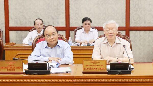 Tổng Bí thư, Chủ tịch nước Nguyễn Phú Trọng và Thủ tướng Nguyễn Xuân Phúc tại cuộc họp. - Sputnik Việt Nam