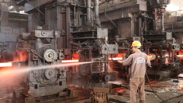 Sản xuất thép tại Công ty cổ phần Gang thép Thái Nguyên.  - Sputnik Việt Nam