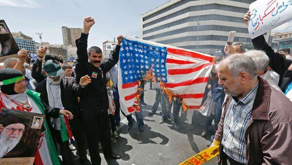 Cờ Mỹ, Tehran, Iran - Sputnik Việt Nam