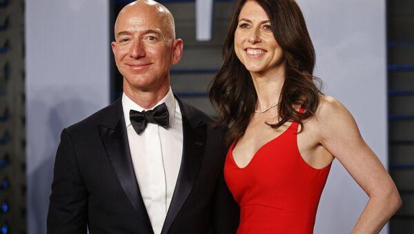 Jeff Bezos với vợ - Sputnik Việt Nam