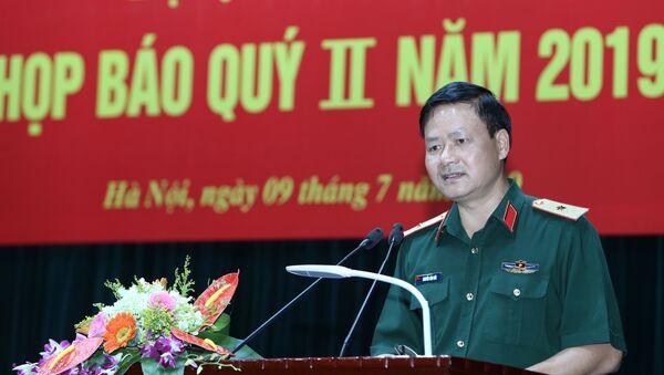 Thiếu tướng Nguyễn Văn Đức, Cục trưởng Cục Tuyên huấn- Tổng cục Chính trị QĐND Việt Nam chủ trì họp báo.  - Sputnik Việt Nam