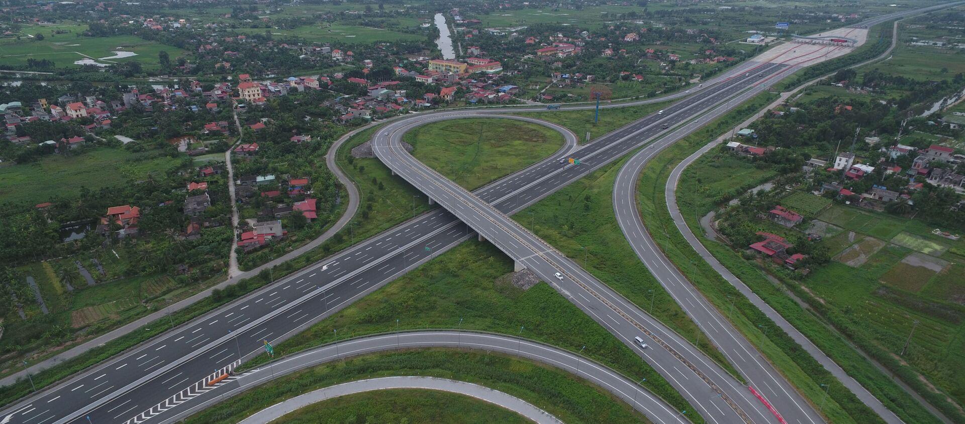Một đoạn của tuyến đường cao tốc Hà Nội - Hải Phòng nhìn từ trên cao - Sputnik Việt Nam, 1920, 16.11.2019
