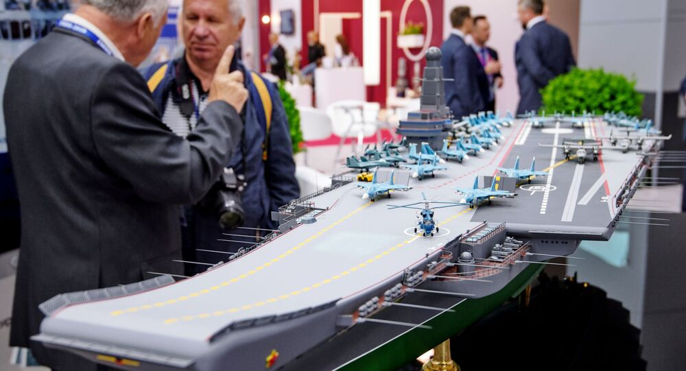 Mẫu của tàu sân bay thuộc dự án Lamantin tại Triển lãm hải quân Quốc tế diễn ra tại St. Peterburg
