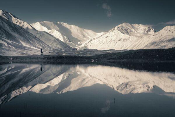 Đỉnh núi phủ tuyết qua ống kính nhiếp ảnh gia Hà Lan Albert Dros - Sputnik Việt Nam