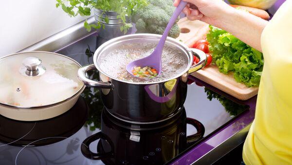 Phụ nữ nấu súp - Sputnik Việt Nam