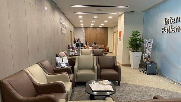 Bằng chính sách quảng bá trong năm 2018, các bệnh viện tư nhân ở Malaysia đã đón hơn 14 nghìn người Việt sang khám chữa bệnh tại đây (Trong ảnh, phòng chờ cho bệnh nhân nước ngoài đến khám tại Sunway Medical Centre)  - Sputnik Việt Nam