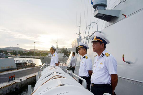 Sỹ quan và thủy thủ tàu Hộ vệ tên lửa 016 bắt đầu chuyến thăm Liên bang Nga - Sputnik Việt Nam