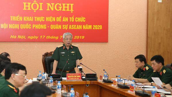 Thượng tướng Nguyễn Chí Vịnh, Thứ trưởng Bộ Quốc phòng, Phó Trưởng ban Thường trực Ban Chỉ đạo Bộ Quốc phòng về ASEAN năm 2020 chủ trì hội nghị. - Sputnik Việt Nam