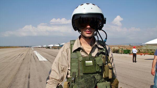 Phi công Nga ra khỏi máy bay tại căn cứ Hmeymim ở Syria - Sputnik Việt Nam