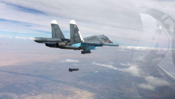 Máy bay tiêm kích - ném bom Su-34 trong hoạt động không kích ở tỉnh Raqqa và tỉnh Aleppo, Syria. - Sputnik Việt Nam