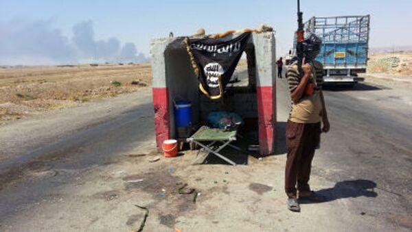 Các chiến binh al-Qaeda tại trạm kiểm soát ở phía bắc thủ đô Baghdad, Iraq - Sputnik Việt Nam