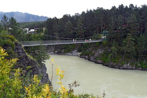 Cầu đi bộ đến đảo Patmos Chemal, Cộng hòa Altai - Sputnik Việt Nam