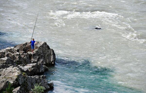 Ngư dân trên sông Katun ở quận Chemalsky, Cộng hòa Altai - Sputnik Việt Nam