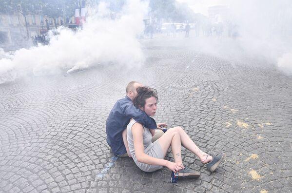 Thanh niên bạo loạn trên đại lộ Champs Elysees ở Paris - Sputnik Việt Nam