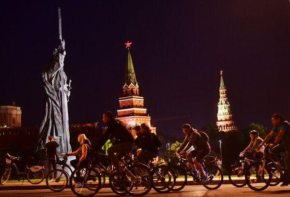 Lễ hội xe đạp đêm ở Moskva - Sputnik Việt Nam