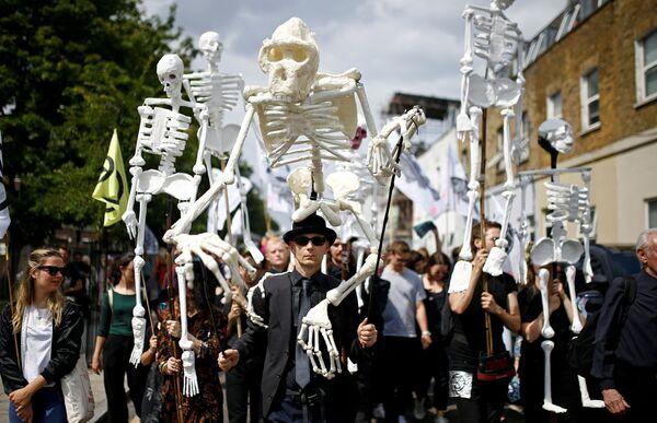 Cuộc diễu hành của các nhà hoạt động phong trào Extinction Rebellion ở London - Sputnik Việt Nam