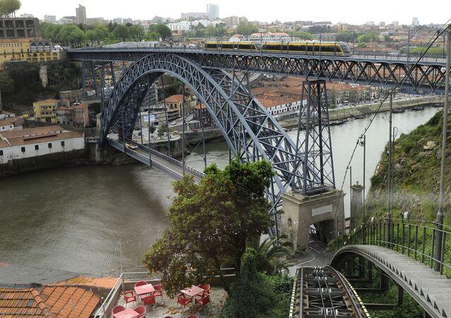 Cây cầu Ponti-di-Don-Luis I
