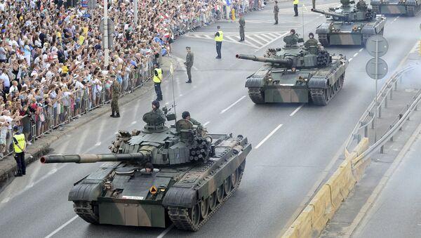 Cuộc diễu hành để vinh danh Ngày của Quân đội Ba Lan tại Warsaw, Ba Lan - Sputnik Việt Nam