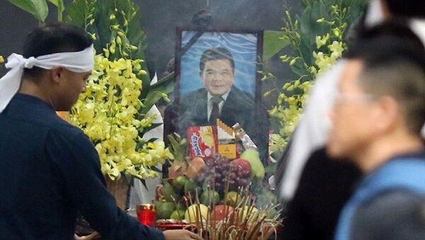 6h ngày 22/7, gia đình tổ chức lễ khâm liệm, lễ viếng ông Trần Bắc Hà tại nhà tang lễ bệnh viện Bạch Mai. - Sputnik Việt Nam