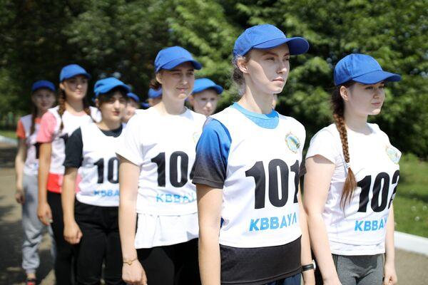 Thí sinh nữ trong kỳ thi huấn luyện thể chất tại Trường không quân cao cấp Krasnodar mang tên A.K.Serov  - Sputnik Việt Nam