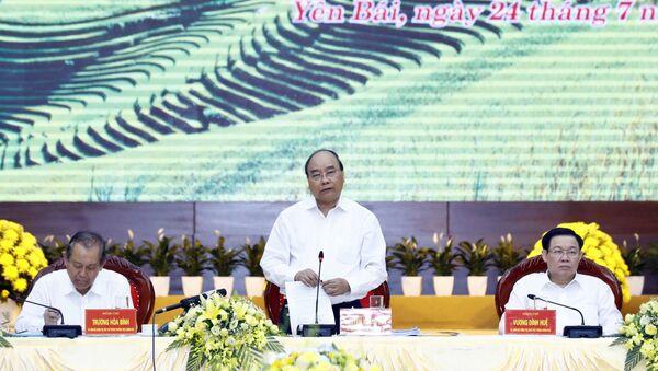 Tiến tới Đại hội XIII của Đảng: Thủ tướng Nguyễn Xuân Phúc chủ trì buổi làm việc của Tiểu ban Kinh tế-Xã hội Đại hội XIII với các địa phương - Sputnik Việt Nam