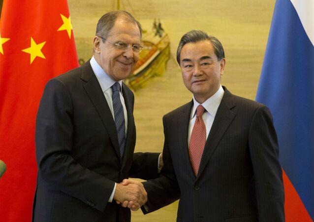 Ngoại trưởng Nga Sergei Lavrov và người đồng cấp Trung Quốc Vương Nghị