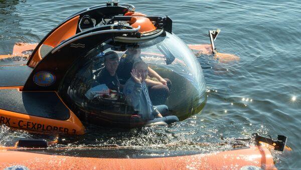 Vladimir Putin lặn xuống đáy Vịnh Phần Lan trên một tàu ngầm nhỏ - Sputnik Việt Nam